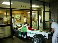 F1マシン搬入