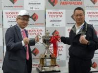 JRP白井社長(右)と観光庁長官杯を囲んで